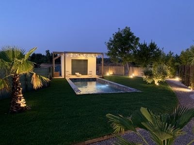 Photo for Contemporary villa with swimming pool north of Aix-en-Provence