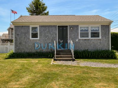 Photo for Cozy Cottage, Close to Beach and Restaurants, Large Yard