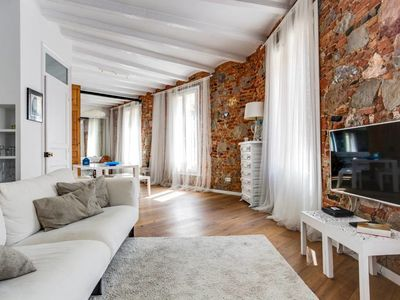 Photo for Beautiful open-plan apartment in trendy Poble Sec