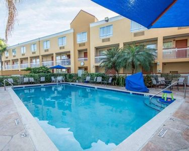 Photo for Close to Malls, Airport, Golf Courses. Three Units for 12 Guests, Pool Breakfast