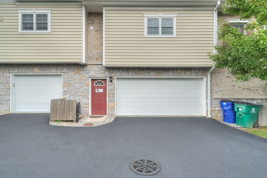 Modern Centrally Located Condo Adjacent To Downtown Vt Stadium