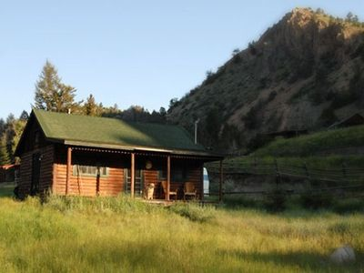 Lazy M Mountain Cabin- A Cozy Mountain Getaway. No Cleaning Fee