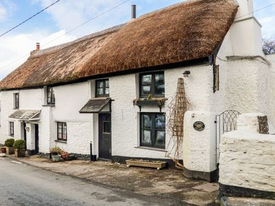 Photo for EASTERLY COTTAGE, pet friendly, with open fire in Bude, Ref 962918