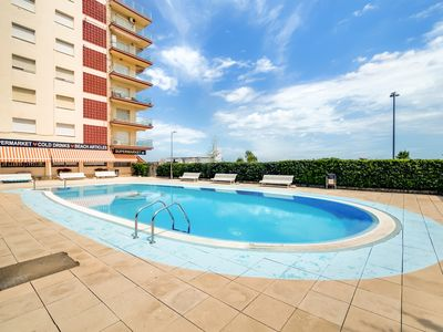 Photo for Aparthotel with pool and terrace sea views