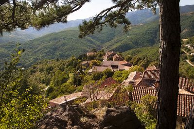 Breathtaking views on the Medieval authentic hamlet of Esparon. Untouched views.
