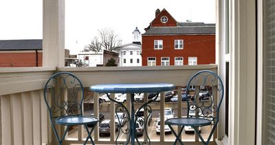 Newly-Remodeled Townhouse Within View Of The Square, 4BR/3BA and Private Parking