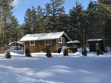 Wonderful chalet at Cathedral Ledge-cozy, comfortable and spotless w/crazy view!