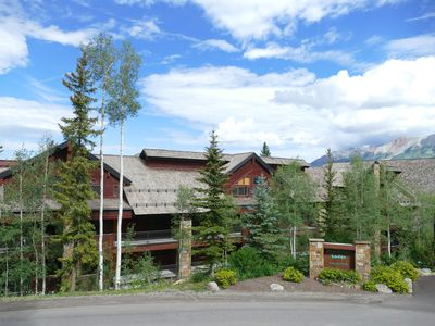 2 Bedroom Condo, ski in and ski out access.  Perfect summer getaway!