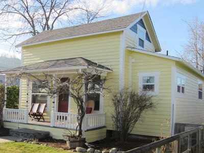 Photo for Walk to town from this Charming, Updated and Licensed Cottage.