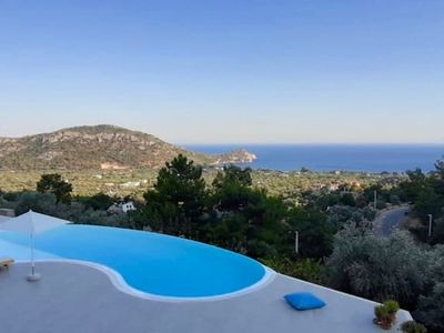 Photo for Amazing villa with swimming-pool