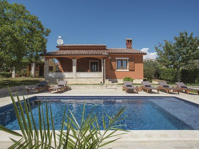 Photo for Charming villa with private pool, 2 bedrooms, air conditioning, WiFi, 8 sun loungers, terrace, barbecue and only 500 meters to the beach