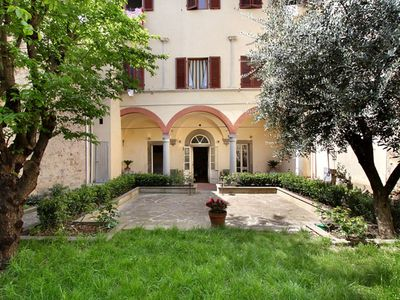 Photo for Giardino Toscano apartment in Santa Croce with WiFi, integrated air conditioning, private garden & …