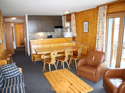 Photo for 2*, 3-bedroom-apartment for 6-8 people located at about 800m from the ski lift in a calm and sunny e