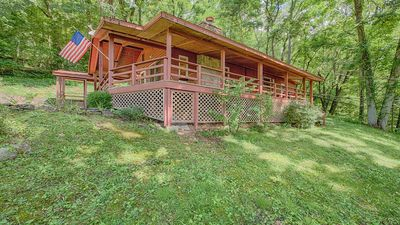 Photo for Eagles Nest Cottage: 2 BR / 2 BA two bedroom log cabin in Maggie Valley, Sleeps 4