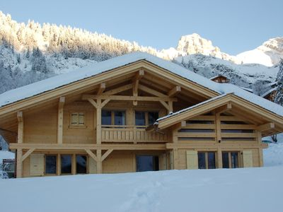 Photo for 5* ski Chalet. Spacious, ideal for 2 families. 10 minutes walk to slopes/village