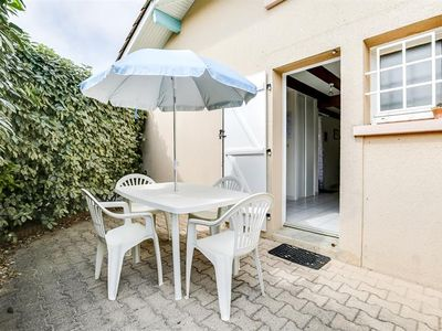 Photo for Five-person adjoining house in a residence with pool - Biscarrosse Plage