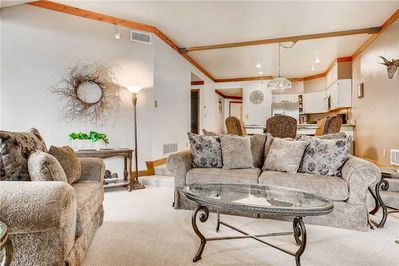 Gracious open floor plan - ParkCityLodging_PowderRunC11_LivingArea (2)