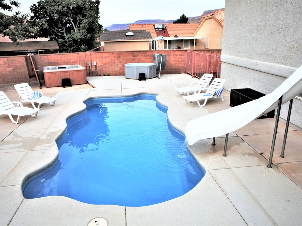 Zion Adventure House: 5 BD 3 Bath House with 2 Hot Tubs & Private ...