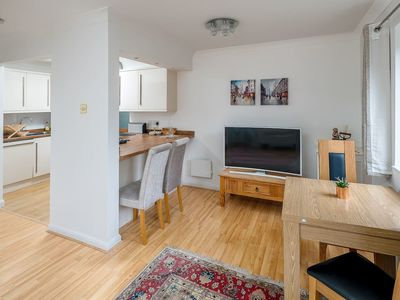 Photo for Spacious 2 bed sleeps 5 with parking nr Chelsea