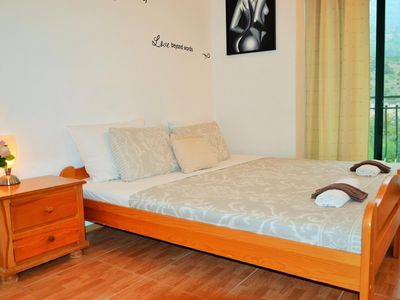 Photo for One bedroom apartment with balcony Drvenik Donja vala (Makarska)