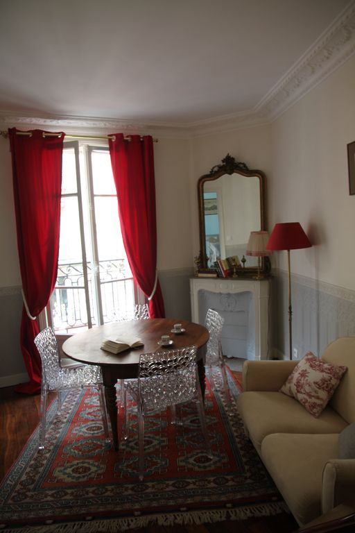 New: Calm & elegant apartment, 3 rooms, 4 persons,10 mn walking to Eiffel Tower