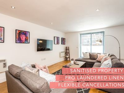 Photo for Gorgeous Central 2 Bed Apt - L1's Doorstep