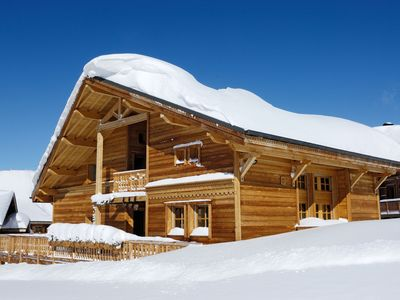 Photo for Luxury family chalet Ski-in/Ski-out -Fireplace-Giant Sundeck -Jacuzzi -Steam Roo