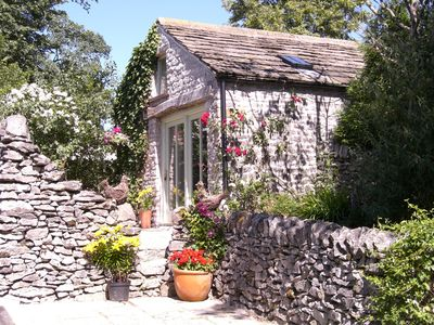 Photo for Stylish cottage for 2 guests, pet welcome, dining pub near, Chatsworth 10m.
