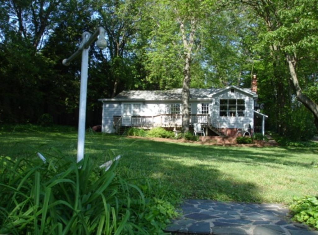 Lovely Cape Cod Waterfront Cottage Near VRBO