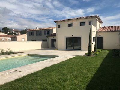 Photo for Modern 3 bedroom villa with pool chateauneuf du pape