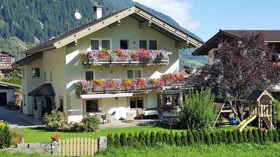 Photo for Central, quiet location, garden, bus station, Stubai Supercard