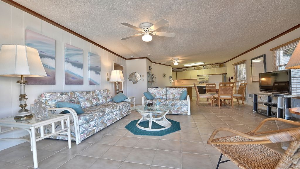 Beautiful Condo - With Pool & Steps To Ocean