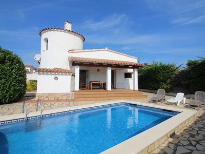 Photo for Modern Villa with Private Pool in Empuriabrava