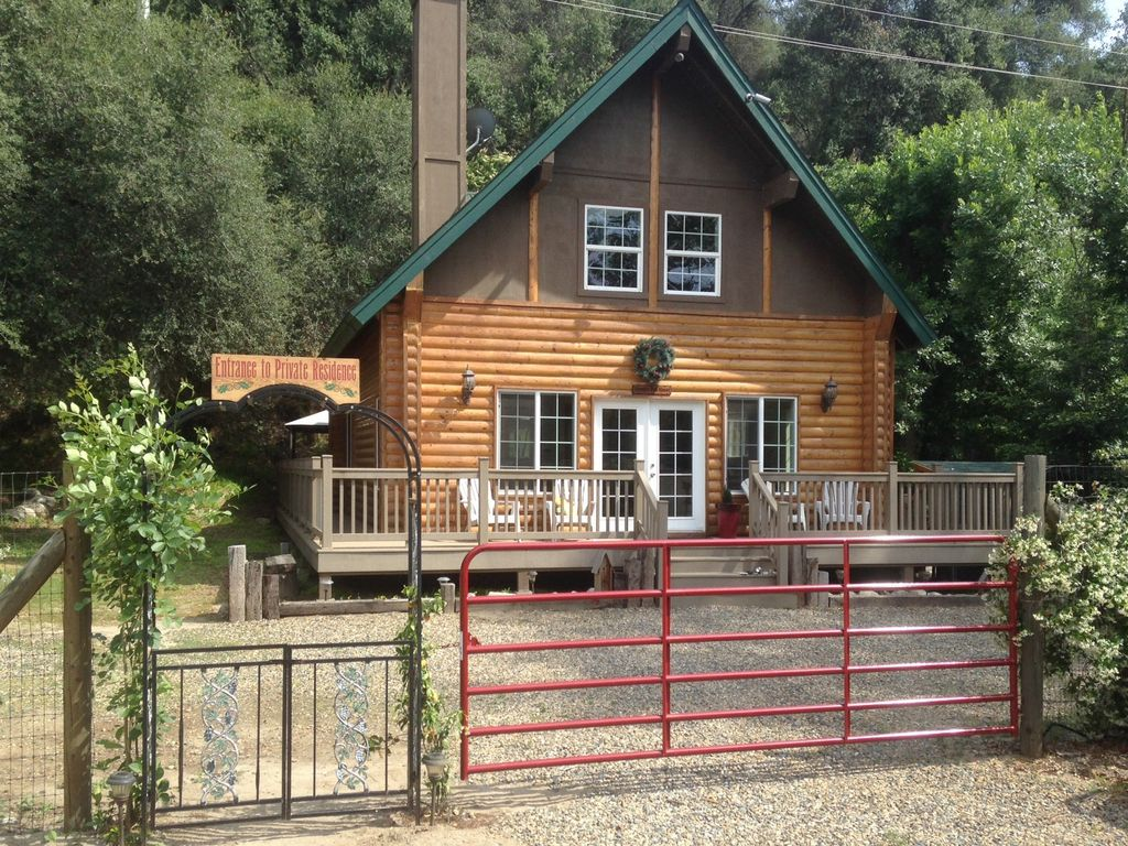 Donnau0027s Doll House Located 4.5 Miles From Sequoia National Park. Three  Rivers Cabin Rental ...