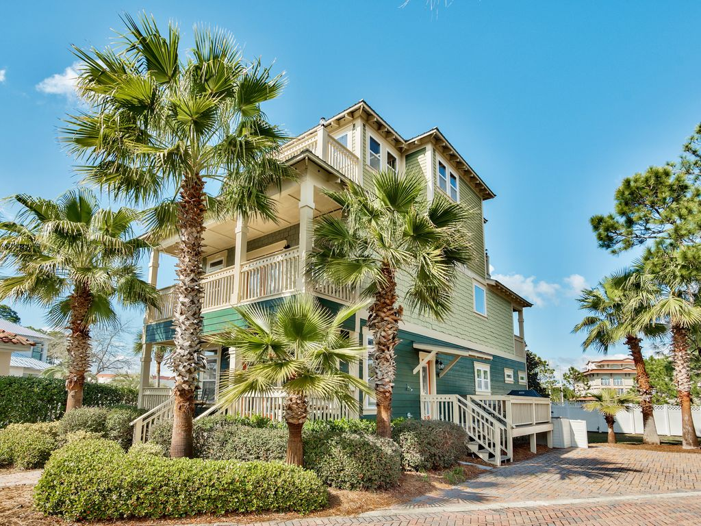 Awe Inspiring Destin Emerald Coast Retreat Perfect For Families Sleeps 17 Next Door To Pool Emerald Waters Village Home Interior And Landscaping Eliaenasavecom