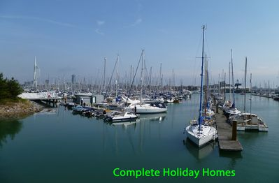 4 bedroom apartment close to waterfront and marinas