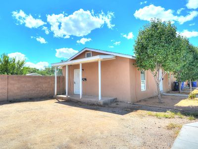 Amazing Location Close To Downtown And Albuquerque Zoo unitB!