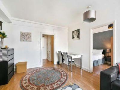 Photo for ELEGANT 1 BED APARTMENT NEAR OXFORD STREET 54