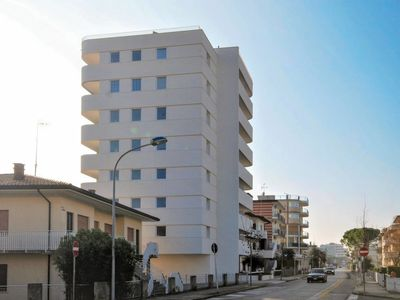 Photo for Apartment Residenza Torre Bianca (LIG771) in Lignano Pineta - 6 persons, 3 bedrooms