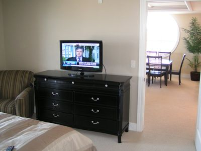 Master Bedroom 32 Inch Tv Grand Traverse Bay Year Round Availability Homeaway