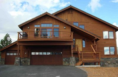 Photo for Luxurious Mountain Chalet with Spectacular Views