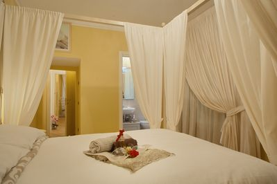 AMAZING FLORENCE APARTMENT Bedroom With Double Bed And En Suite Bathroom