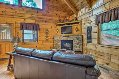 The cabin features a combination of rustic decor & contemporary amenities.