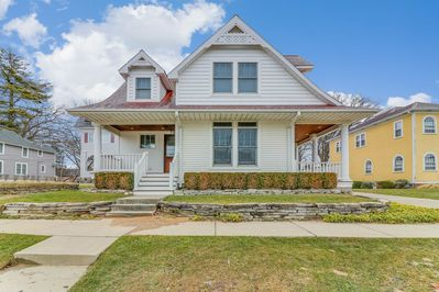 Ideally located in South Haven's North Beach neighborhood!