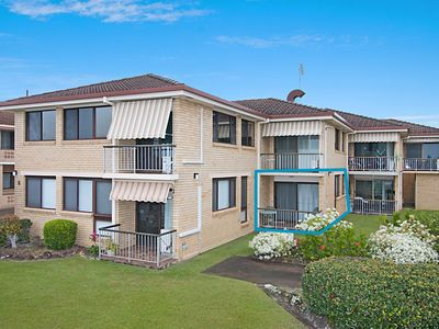 Photo for 2/8 Banks Avenue - Easy walk to Tweed Heads Bowls club