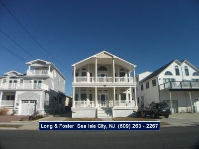 Photo for Great Vacation home less than 2 blocks to the beach. 4 bedrooms and 3 full baths.