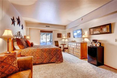 Spacious room coffee maker, mini fridge, microwave - Park City Lodging-Park Station 214-2-Master
