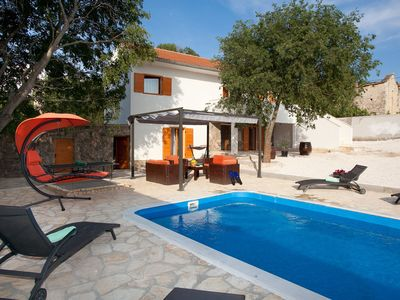 Photo for Charming holiday home with big privacy, beautiful garden, private pool, taverne
