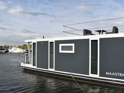 "Photo for Cozy floating Boatlodge ""Maastricht"". Max. 4 persons, 2 bedrooms."
