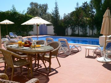 Beautiful spacious fully air-conditioned 5 bed villa with private pool